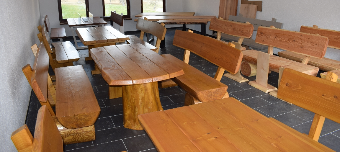 Individuelle rustikale Massivholzmöbel für Garten und drinnen